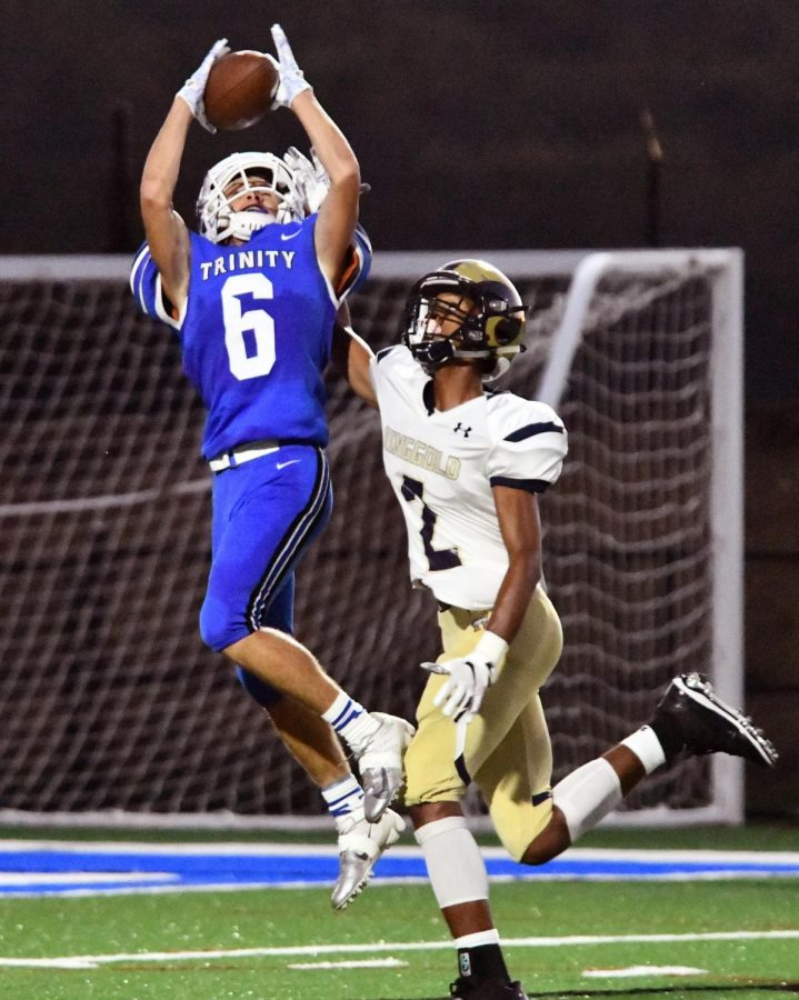 Junior wide receiver Marquese Lacks catches a pass from Sophomore quarterback Kaden Kolson as the Hillers drive down the field to score a touchdown.